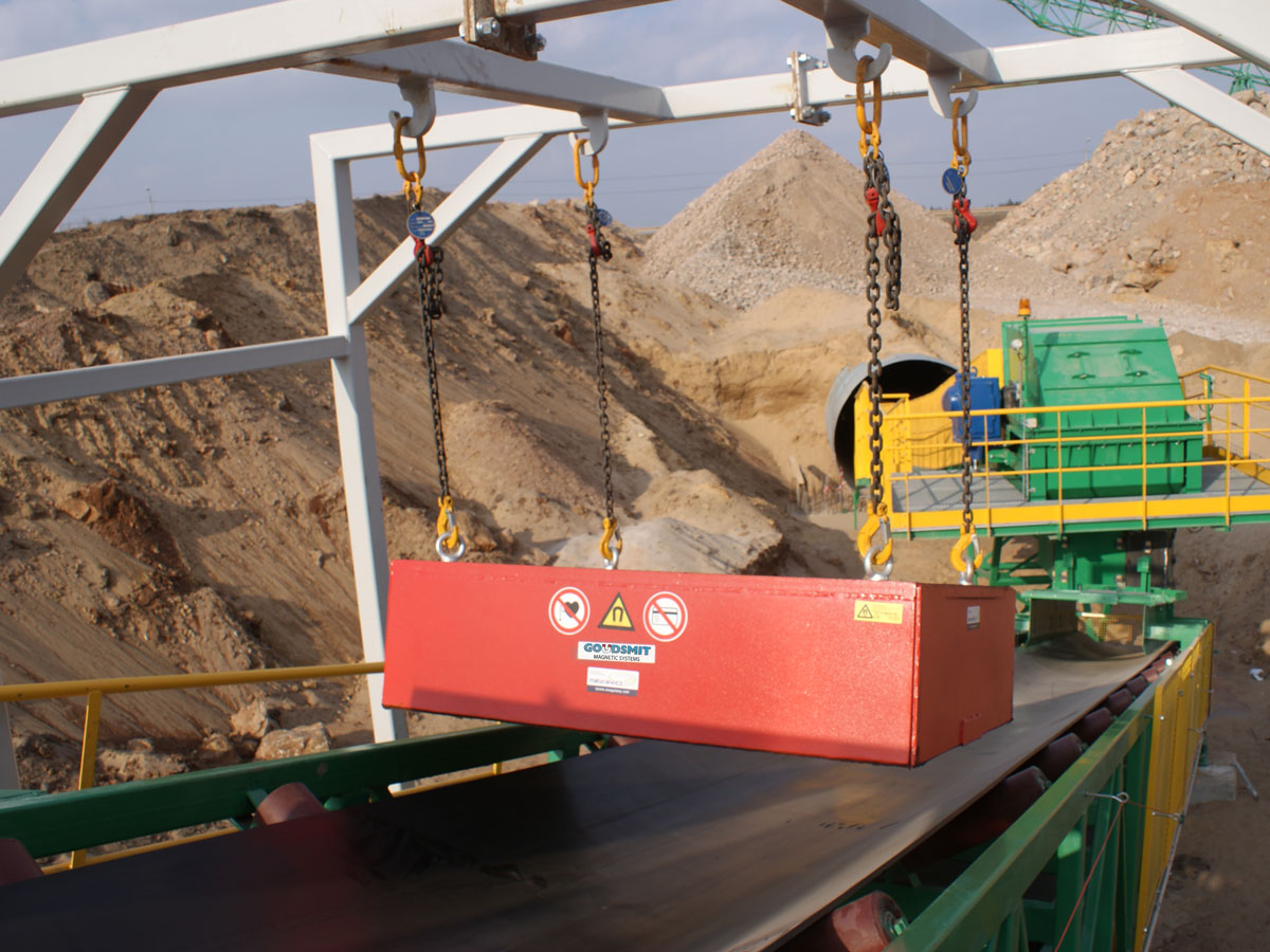 Suspended permanent magnet recycling in use
