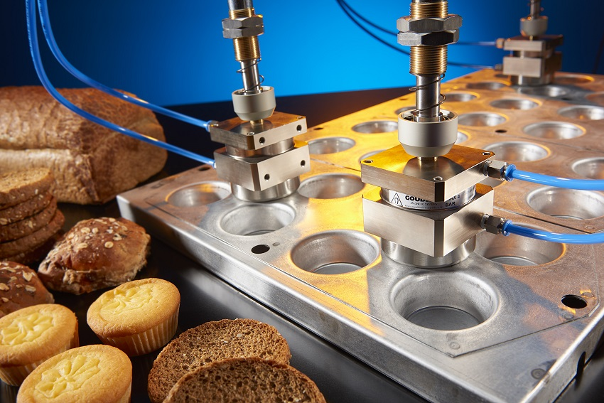 Magnetic gripper for baking tins